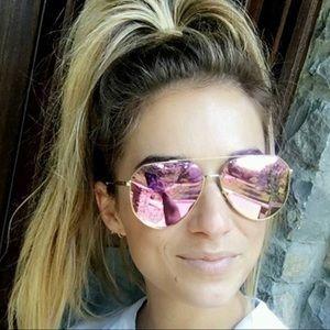 Jessie James Decker Diff sunglasses in pink.